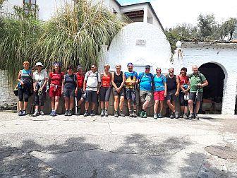 Foto von Wandergruppe in einem weissen Dorf in Andalusien