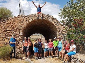 Foto von einer Wandergruppe bei einem Stop