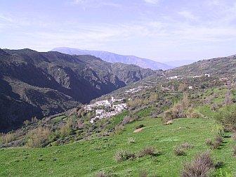 Foto vom weissen Dorf Ferreirola im Tal der Alpujarra